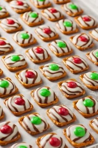 21-pretzel-mm-hugs-christmas-style