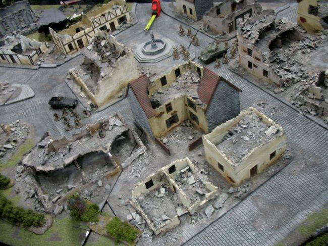 Das Zweite-Weltkriegs-System Bolt Action zeigte sich auf einer sehr ansehnlichen Ruinen-Platte