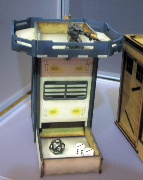 Auch futuristische Würfeltürme führt War Mage Games