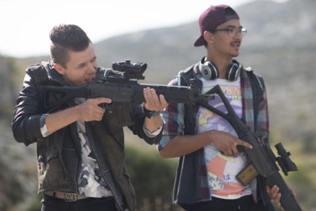 Die nervigen Teenies bekommen natürlich Waffen