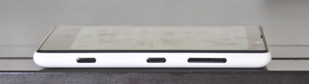 Nokia Lumia 820 - Derecha