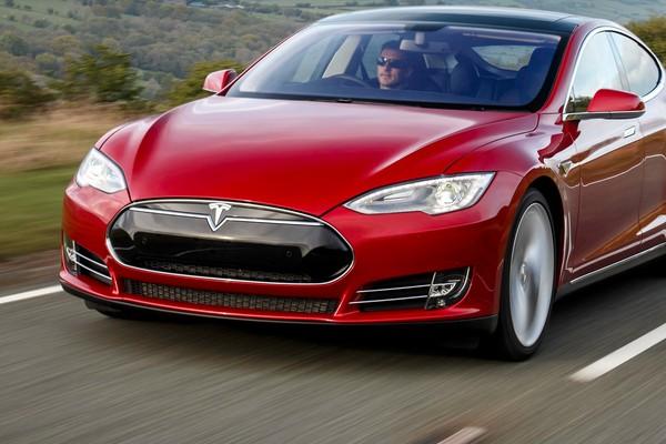 Tesla aumenta le vendite del 70% solo in estate