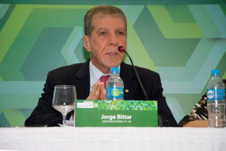 Deputado Jorge Bittar (PT/RJ) defende repactuação contrato de concessão (foto: Felipe Canova)
