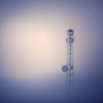 shutterstock_ jukurae_telefonia_movel_infraestrutura_telecom_antena_torre_celular