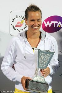 17-220 b Strycova with trophy