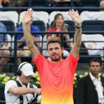 226 Wawrinka wins raises arms