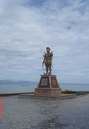 Beachside Statue King Norodom on the promenade beachside at Kep