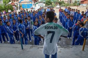 Real Madrid and Cristiano Ronaldo Fan From Nepal Receives A Surprise Package Post-Earthquake - TexasNepal