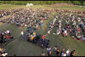 Thousand Italian Fans Play 'Learn To Fly' To Convince Foo Fighters To Come and Perform - TexasNepal