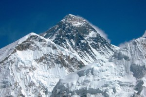 Numerous Cracks and Holes Discovered in Post-quake Mt Everest - TexasNepal