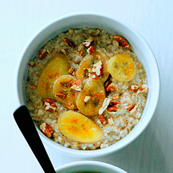 steel-cut-oatmeal-toasted-pecans-caramelized-bananas-su-l