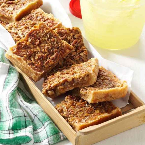 Pecan-Pie-Bars-for-a-Crowd