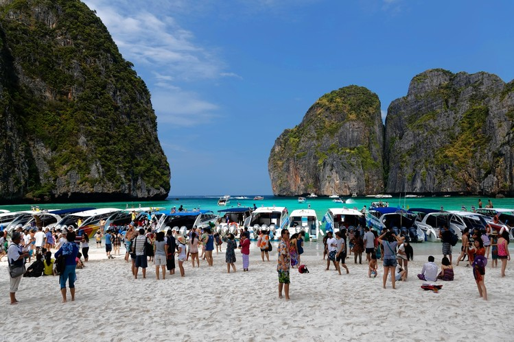 Thailand expects 16.6 million foreign visitors in first half of 2016