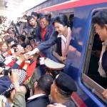 PM Yingluck Shinawatra arrives in Udon Thani, welcomed by locals