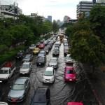 Bangkok's Ha Yak Lat Phrao intersection under 40cm water