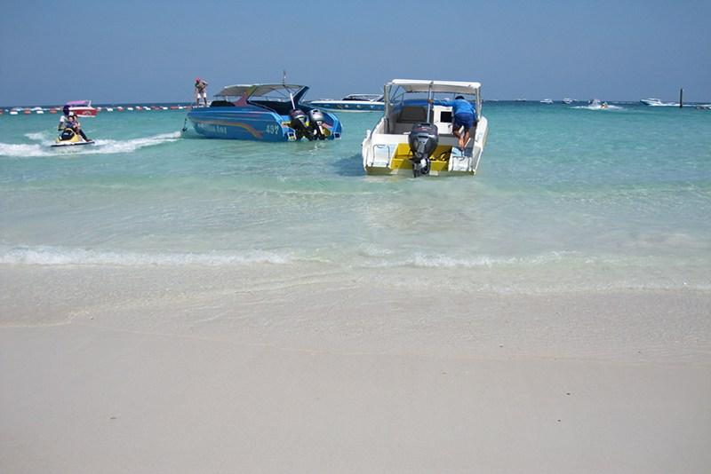 Koh Larn Coral Island Pattaya Image