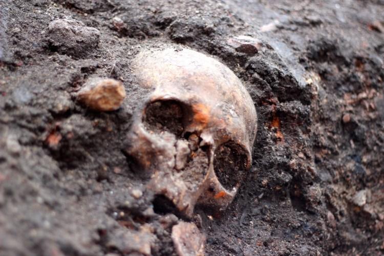 اكتشاف آلاف الجثث أسفل لندن، ثقف نفسك 1