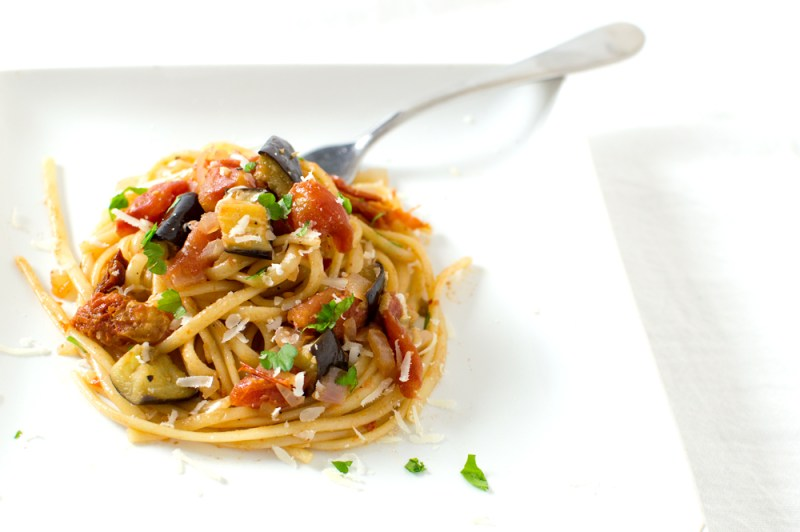 I found this awesome eggplant and sun-dried tomato pasta recipe on @hellofresh's website, and it turned out a-freakin-mazing!!