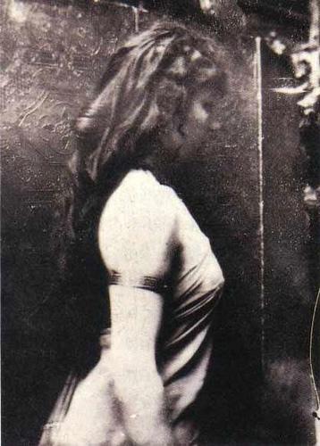 Η Καμίλ Κλοντέλ ποζάρει ως μοντέλο για τον Ροντέν