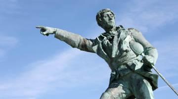 Statue de Robert Surcouf à Saint Malo.