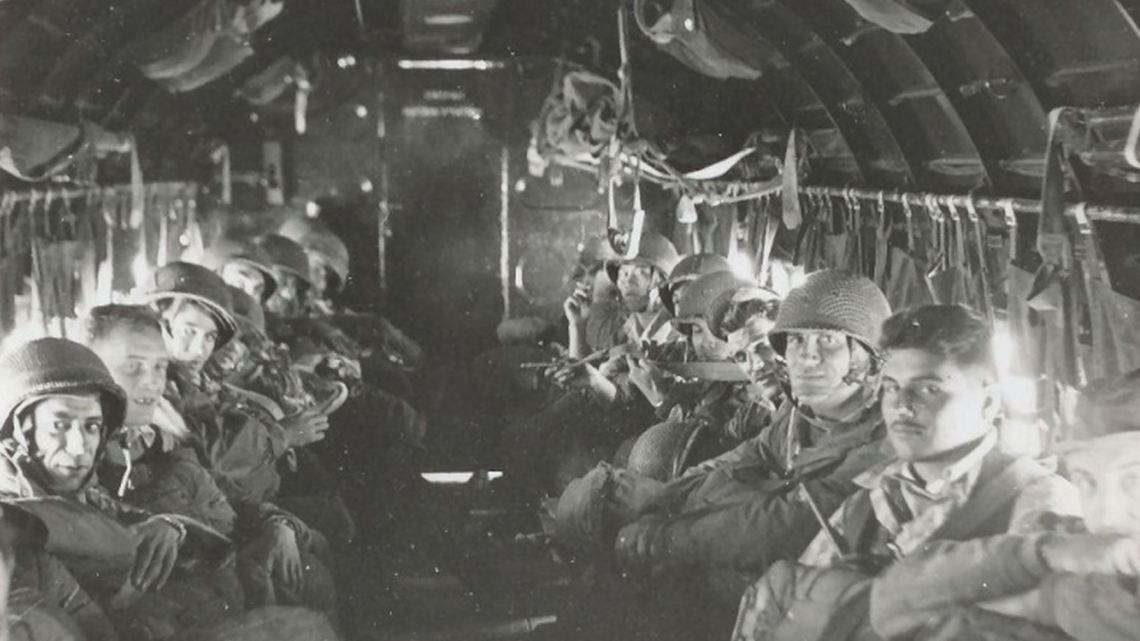 Parachutistes du 2e BEP  durant l'opération Castor (Indochine 20-22 nov 1953)