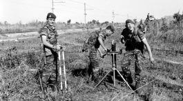 Légionnaires du 2e REP avec un mortier de 81 mm. Crédit : ECPAD