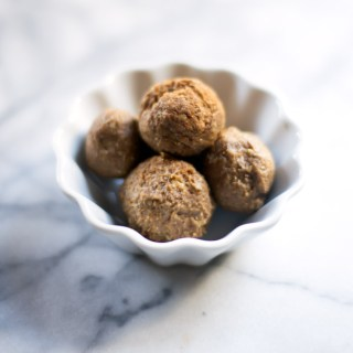 These no-bake pumpkin spice donut holes are an easy, healthy way to get your pumpkin spice fix on the go!