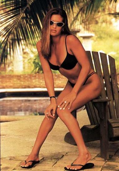 Malia Jones-bikini-beach
