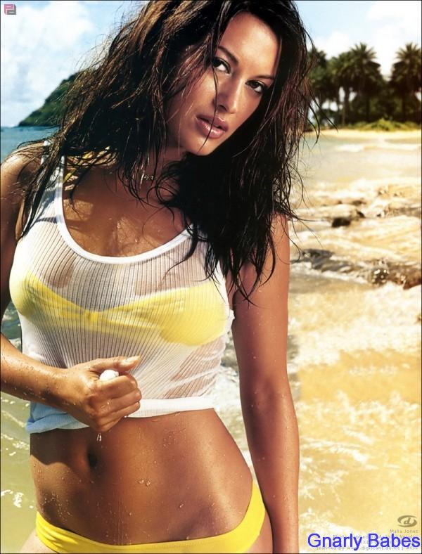 surfer-girl-Malia-Jones-bikinis