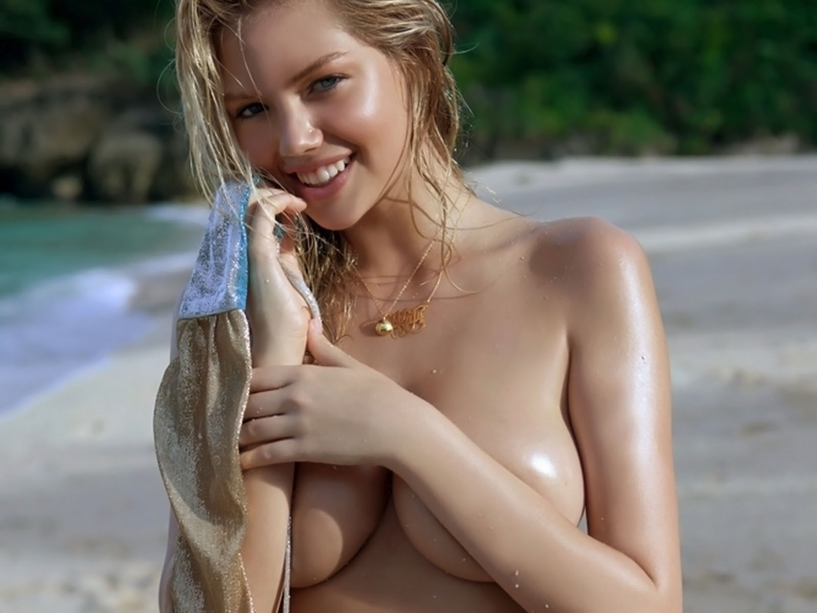 Kate-Upton-topless-Sports-Illustrated-2011-Swimsuit1