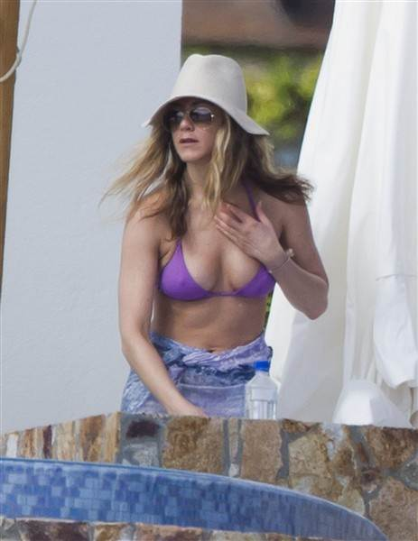 Bikini Bodies over 40 Jennifer Aniston 43