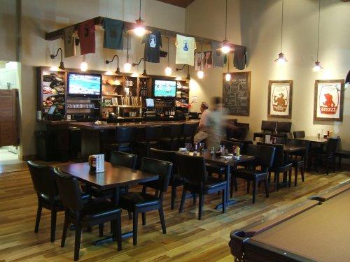 Three Creeks Dining bar