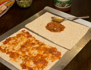 making low carb flatbread pizza