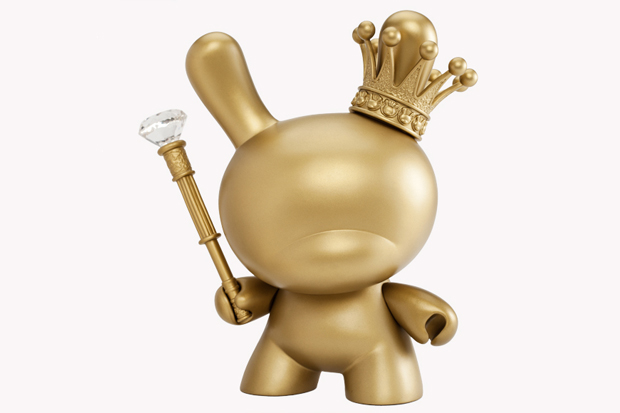 Kidrobot-8-Inch-Gold-King-Dunny-1