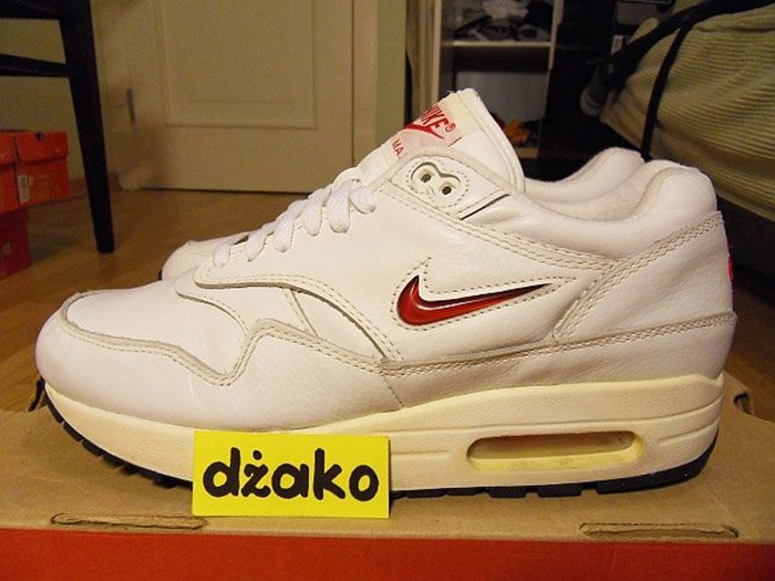 Nike-Air-Max-Leather-SC-Jewel-03