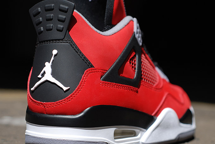 Air-Jordan-IV-Retro-Fire-Red-Toro-Bravo-08