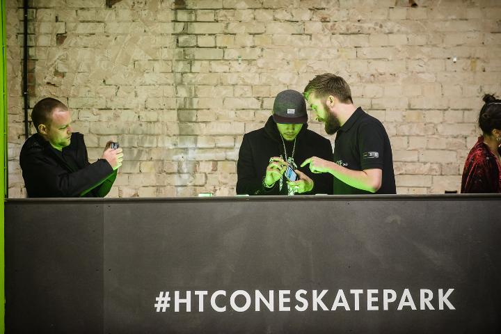 HTC-One-Skatepark-at-Selfridges-8