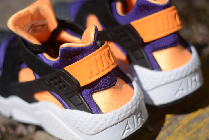 Nike-Air-Huarache-Black-Atomic-Mango-4