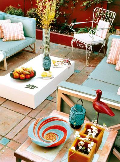 red and turquoise outdoor space via houseofturquoise Turquoise + Red
