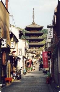Street_in_Kyoto_Japan.jpg