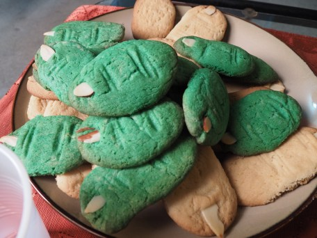Sugar cookies--don't use this recipe if you want round fingers!