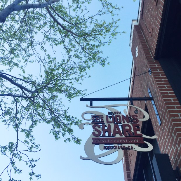 5 San Diego Happy Hours to Try in April - Lion's Share | The ELL Blog