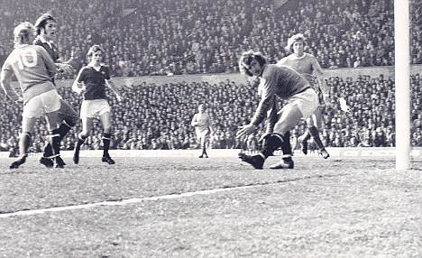 Ghost from United's past #2: Denis Law relegates his former club with this backheel