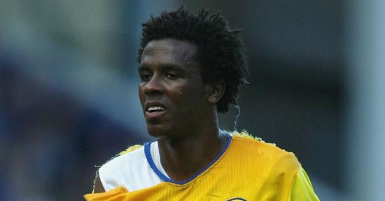Leeds defender Roque Junior wears a torn shirt