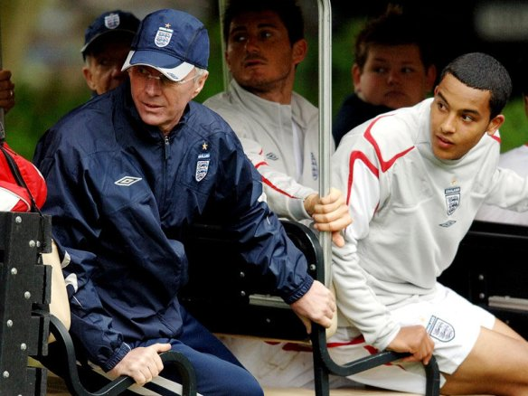 Sven-Goran-Eriksson-England-Theo-Walcott-2006_2337619