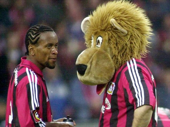 Ze Roberto with a friend