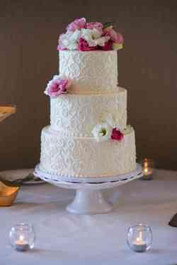 Calm Wedding Cake Pearls Wedding Cake Buttercream Frosting Wedding Cakes To Make At Home Swirls French Gourmet Wedding Cakes