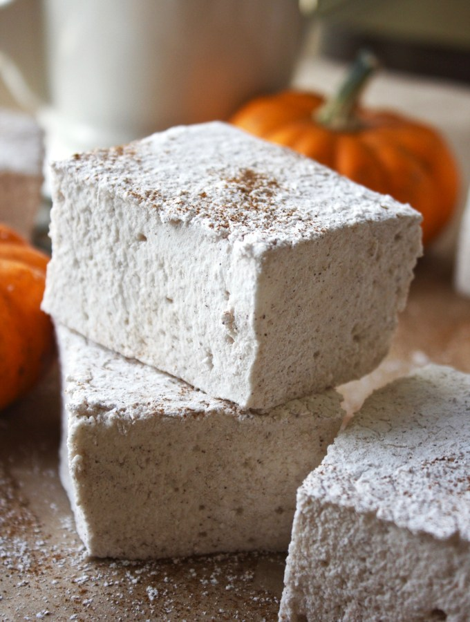 Homemade Pumpkin Spice Marshmallows - my new favorite fall treat! Super simple and fun to make, homemade marshmallows are SO much better than store bought! TheGarlicDiaries.com