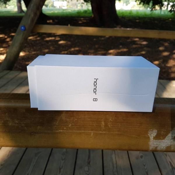 honor-8-box-orizzontale