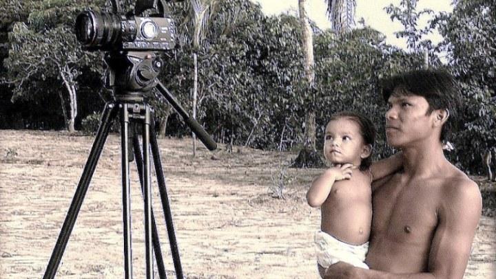Cinema itinerante movido a energia solar exibe produções indígenas Brasil afora